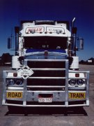 Road train, Frontseite